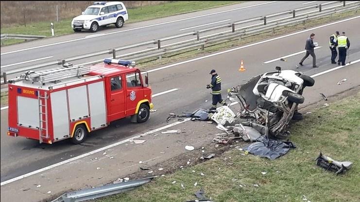 Тешка сообраќајка кај Ниш, најмалку три загинати откако камион смачка комбе