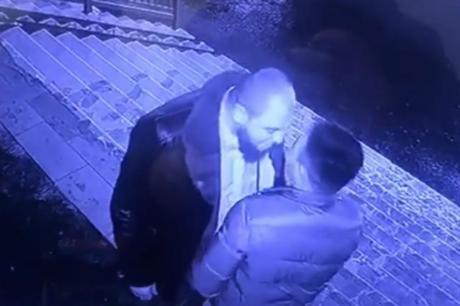 Џентлменска тепачка: Го претепа, ама не дозволи да го убијат