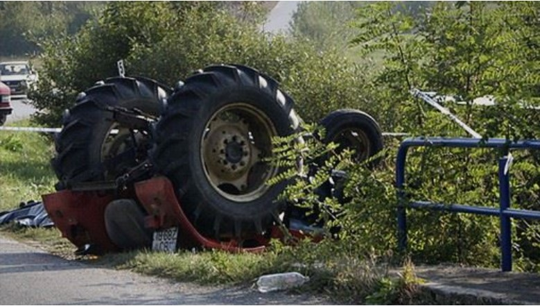 Тракторист падна во провалија