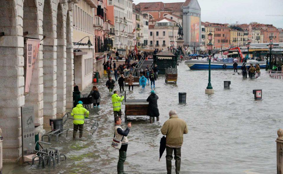 Двајца загинати, огромни штети: Венеција ја погоди најголемата поплава во последните 50 години