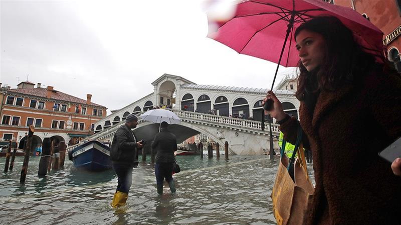 По поплавите во Венеција, нивото на водата повторно расте