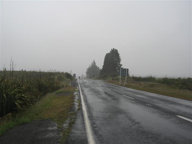 Умерен сообраќај по претежно влажни коловози со магла на повеќе правци