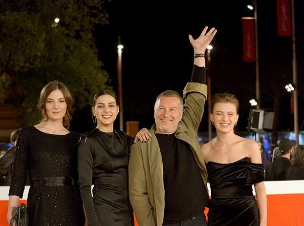 """""""Седи дома со Милчо"""": Сите филмови на режисерот на МТВ како поддршка за вонредните мерки"""