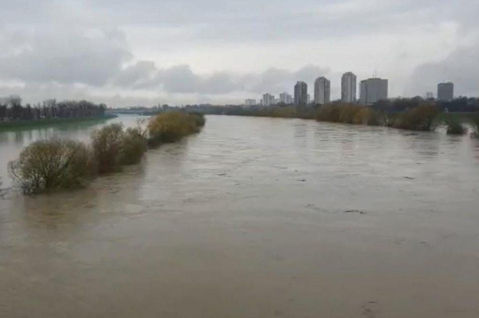 Загреб под вода: Сава се излea од коритото, црвен аларм во Хрватска
