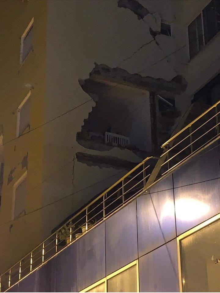 Ѕидот падна, креветчето остана – Драч по земјотресот
