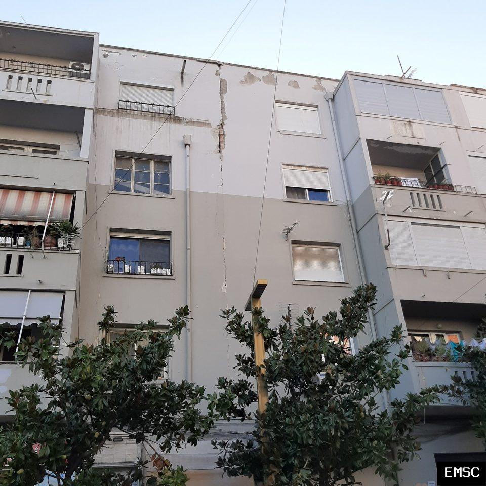 Во Тирана оштетени околу 500 згради
