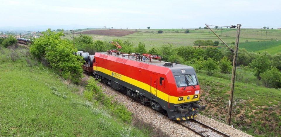 Железници транспорт ја пушти во сообраќај новата електролокомотива