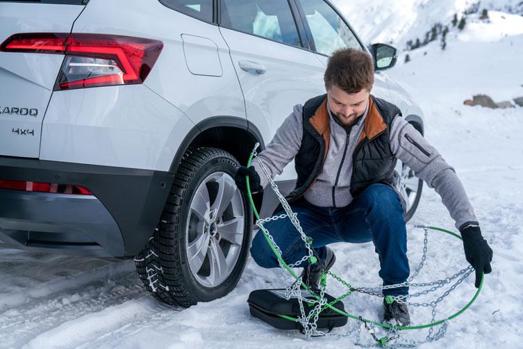 Од денеска задолжително носење зимска опрема во возилата