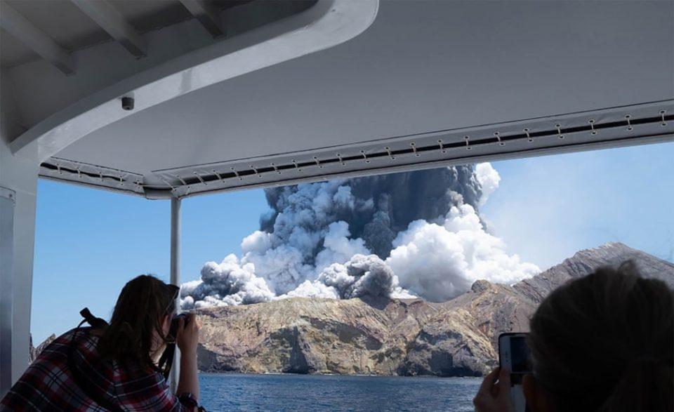 Се зголемува бројот на загинати во ерупцијата на Белиот остров