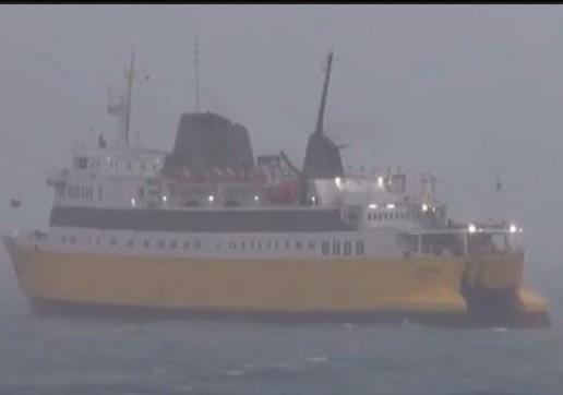 Албанските бродови закотвени: Забрана за пловење поради невреме