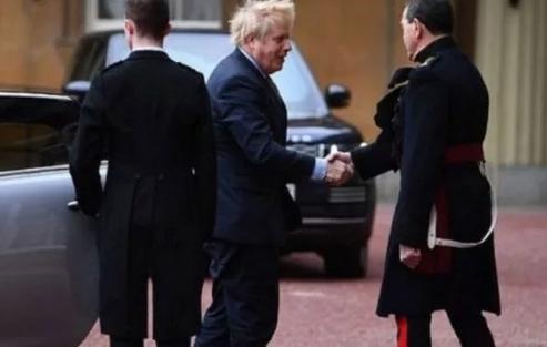 Џонсон во Бакингамската палата, бара мандат од кралицата Елизабета