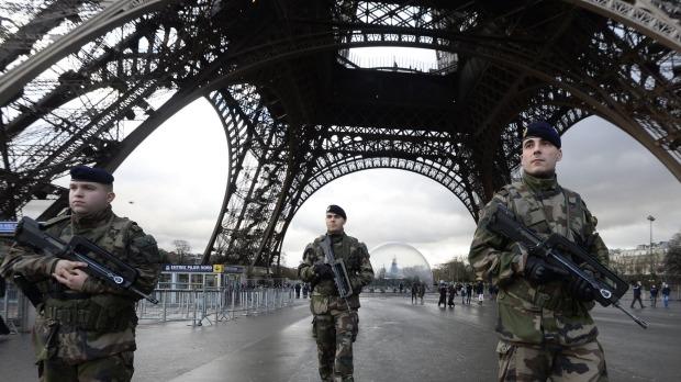Французите најмногу стравуваат од тероризмот, а потоа од сиромаштијата