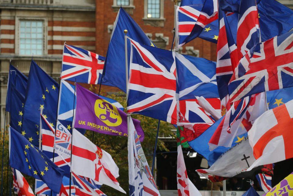 Велика Британија омилена за доселување на луѓето кои не се од ЕУ