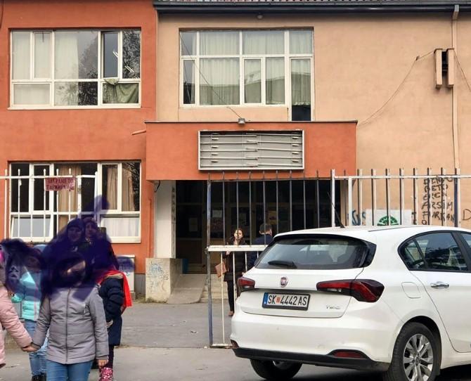 """Градоначалникот молчи: ОУ """"Петар Здравковски-Пенко"""" без биста и натпис"""