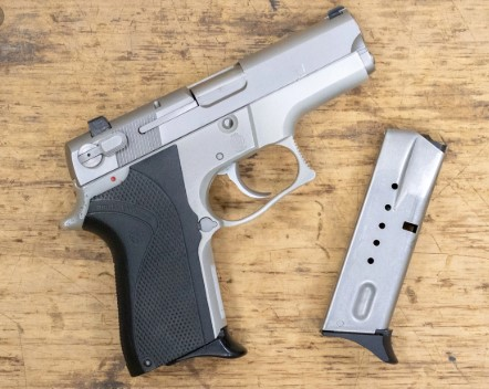 """Арачиновец  во својот дом чувал """"Smith&Wesson"""" и """"Walther"""" пиштоли"""