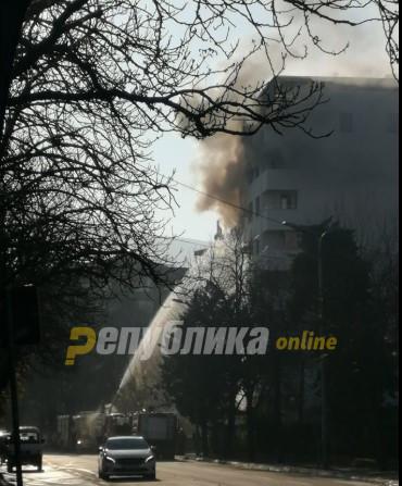Голем пожар на Рузвелтова во Карпош 1: Се запалија два стана во зграда