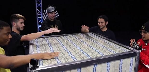 Јутуб предизвик кој стана хит во светот: Кој може да ја тргне раката од милион долари?
