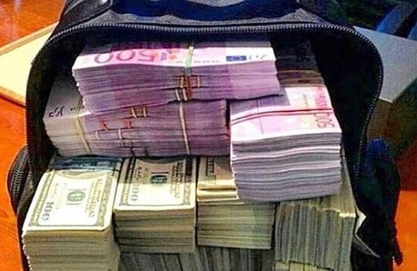 Се сопнал од ранец, а во него имало 16.000 евра