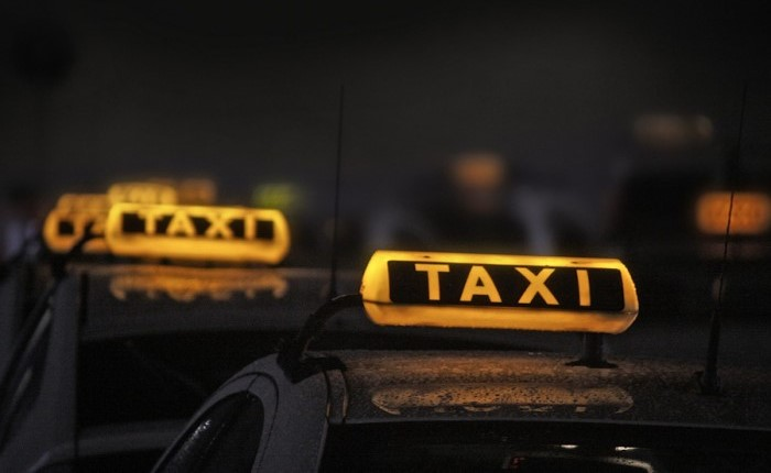 Чаирчани ограбиле таксист во 4 часот наутро