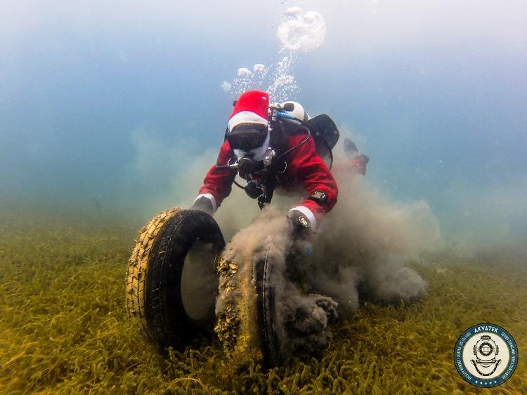 """Нуркачите на """"Акватек"""" во новогодишна еко-акција на чистење на Охридското езеро"""