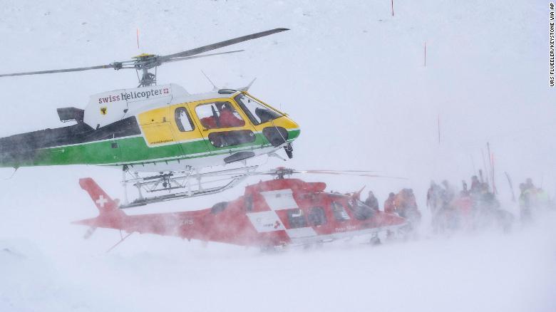 Не се знае колку луѓе се затрупани лавината во скијачкиот центар во Андермат