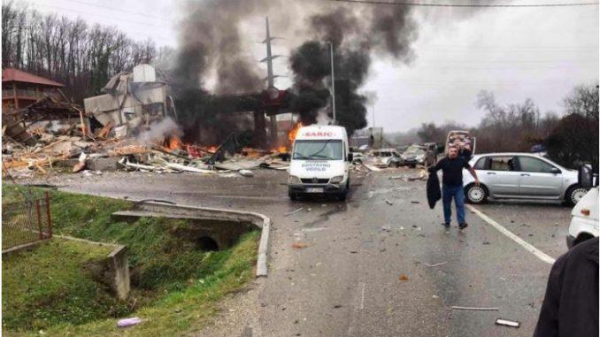 Eден загинат и осуммина повредени во експлозија на бензиска пумпа во близина на Зворник