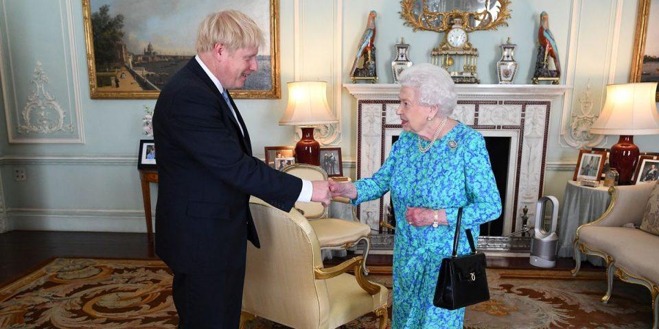 Џонсон официјално побара мандат од кралицата да формира влада