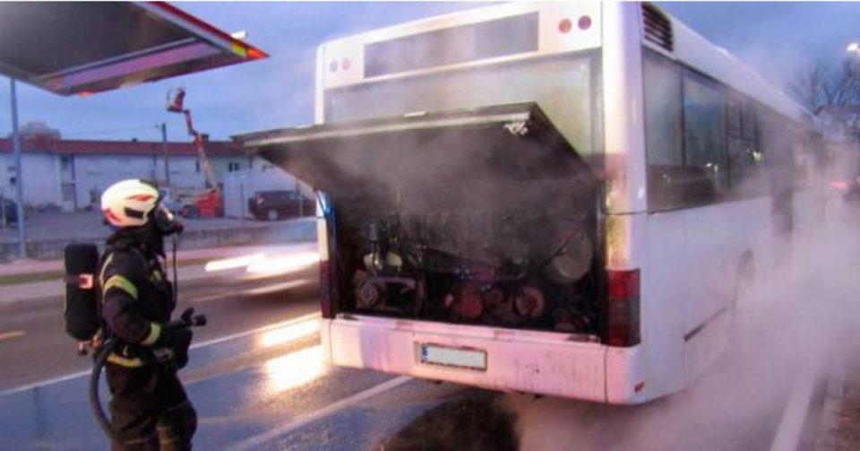 Автобус полн со патници се запали кај Нова Горица