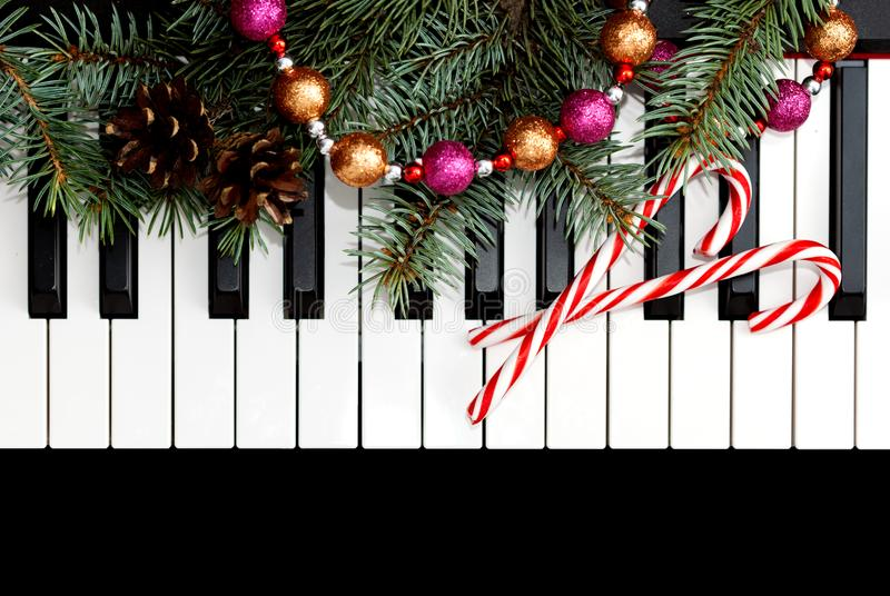"""Новогодишeн концерт """"Празнична рапсодија"""" на пијано дуо Мимоза и Јована"""