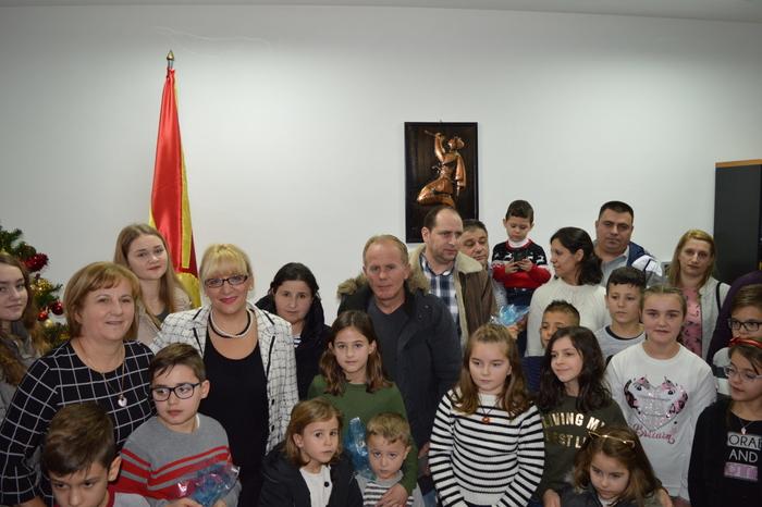 56 основци од седум градови во Словенија го учат македонскиот јазик, од МОН се бараат средства за ангажирање на уште еден наставник
