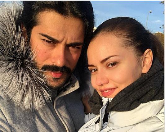Турските актери Фахрие Евџен и Бурак Озчивит го покажаа лицето на синoт