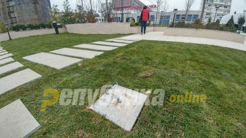 Не го преживеа викендот: Голи жици и скршени плочки на зелениот покрив на ГТЦ
