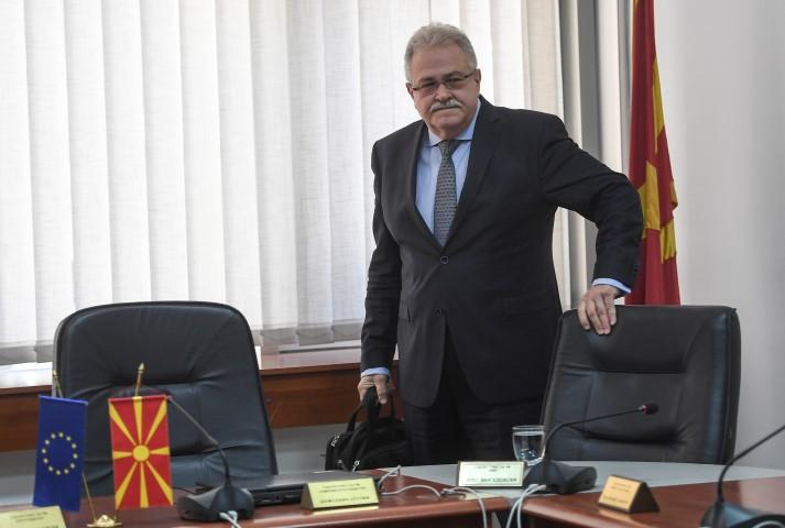 Случај премиерот во заминување и СЈО против Јово Вангеловски: Ќе падне ли последната врата пред диктатурата