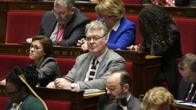 Министер во француската влада има уште десет функции