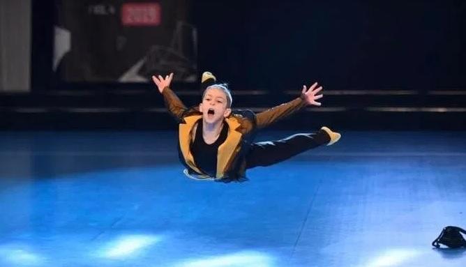 Анди Исмаили oд Гостивар стана светски шампион во современ танц за деца
