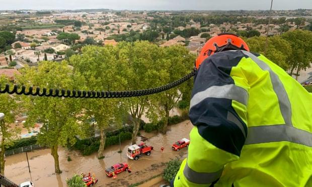Пет жртви во невремето во Франција, загинале и спасувачи со хеликоптер