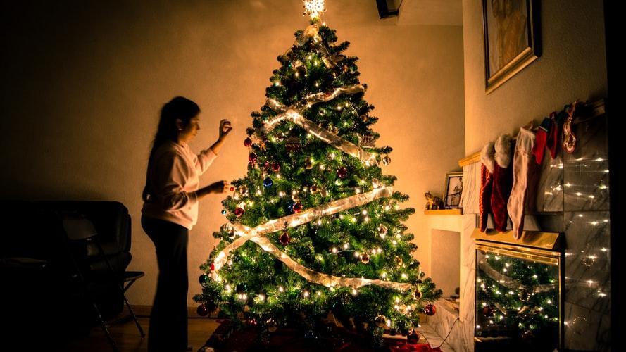 Каде да ја поставите новогодишната елка за да ви донесе пари во 2020