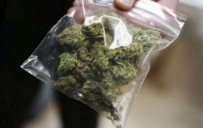 Дваесетгодишен жител на Арачиново осомничен за неовластена продажба на марихуана