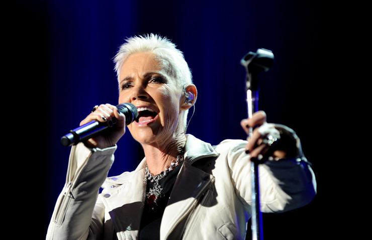 Ја изгуби битката со ракот: Почина Мари, пејачката на Роксет