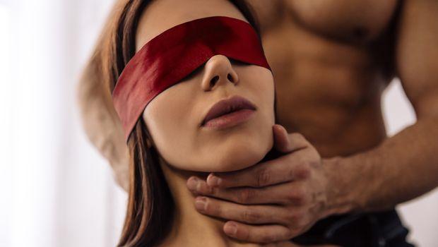 Новогодишни секс-пози кои треба да ги испробате вечерва