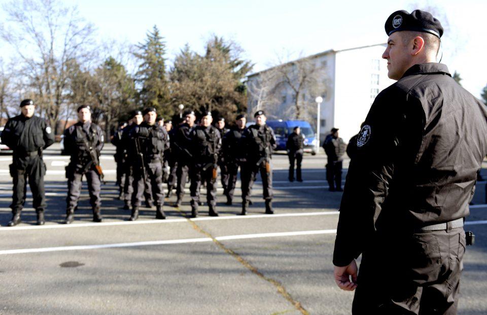 Формирана Единицата за интервентна полиција: Нови униформи без името на државата