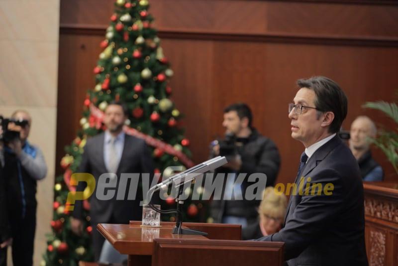 Честитка од Пендаровски до христијанските верници кои го прославуваат Божик според Грегоријанскиот календар