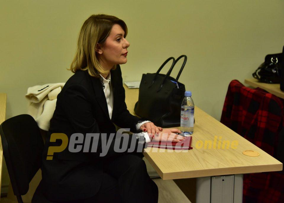Како е можно Камчева да ставила 350.000 евра во несесер, праша одбраната на Јанева