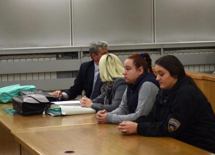 Таткото на Анѓела сведочеше на рочиштето за убиство на Пино Секондо, Анѓела не престана да плаче