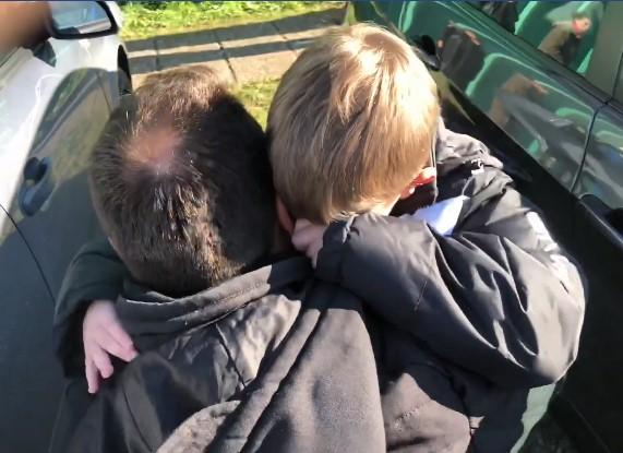 Обидете се да ги задржите солзите: Татко се враќа кај синот по три месеци работа во Германија