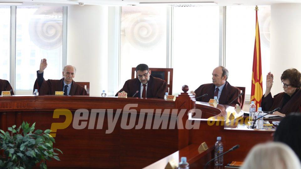 Повикува на читање на Уставот и Деловникот: Уставен суд не се изјaсни дали е во право Пендаровски или Џафери