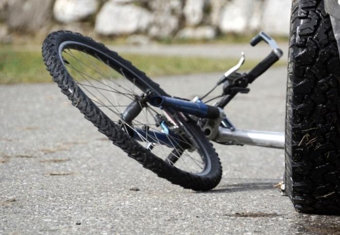 Велосипедист почина при удар од автомобил во Гостиварско
