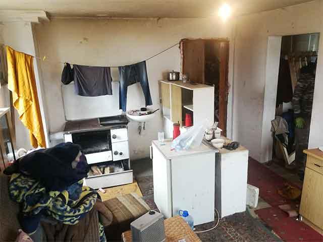 Тинејџери сами му ја реновирале куќата на својот болен сосед