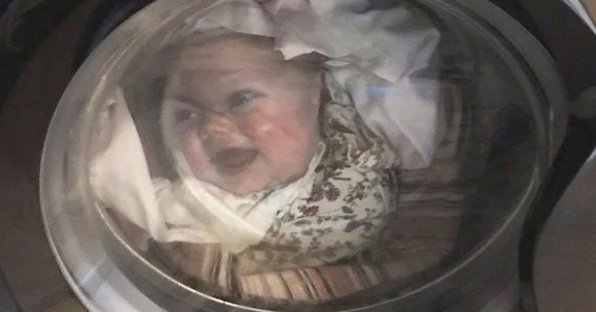 Ставил облека во машината за перење алишта, но кога го видел барабанот, останал без зборови