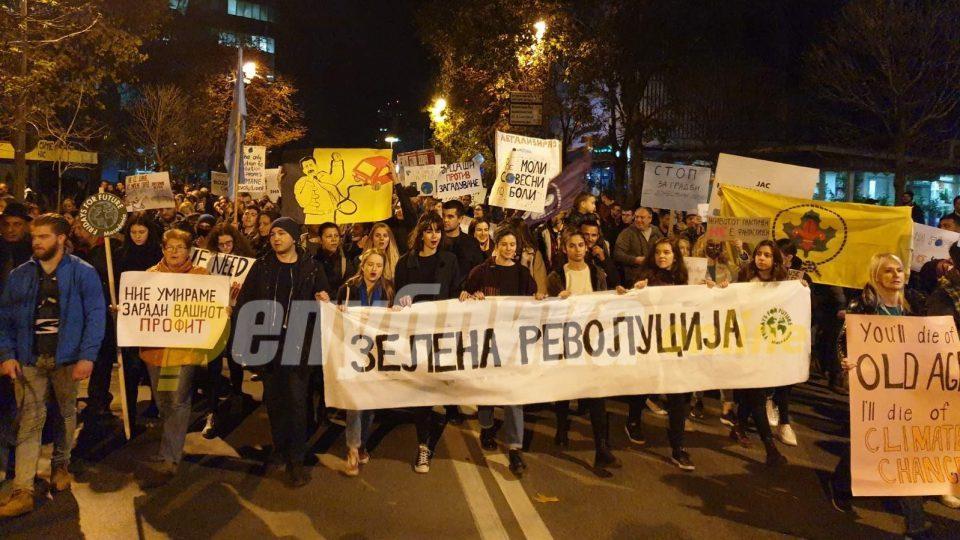 Во Скопје повторно се маршираше за чист воздух
